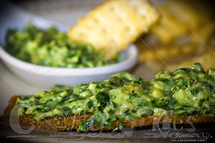 Kale Spread with crackers