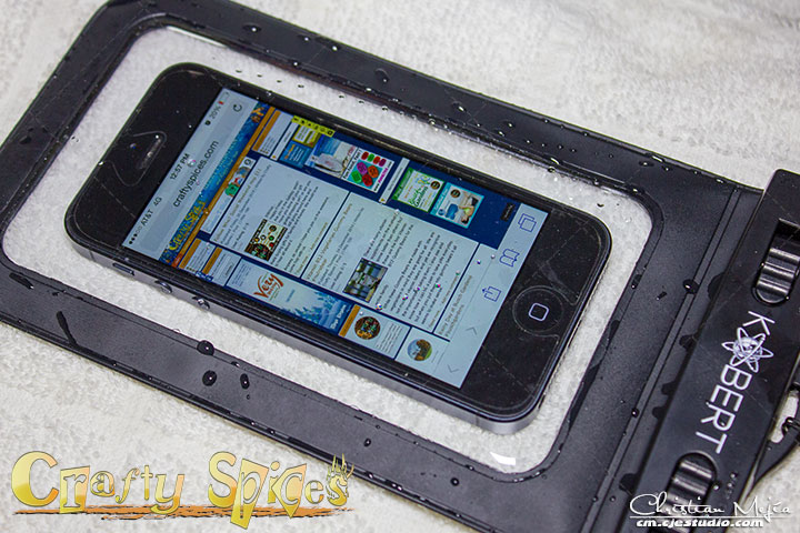 Kobert Waterproof Case WPC-007 with an iPhone after been submerged in water