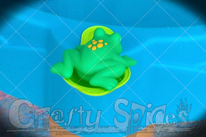 Step2 Duck Pond Water Table - Frog on the Green Launcher